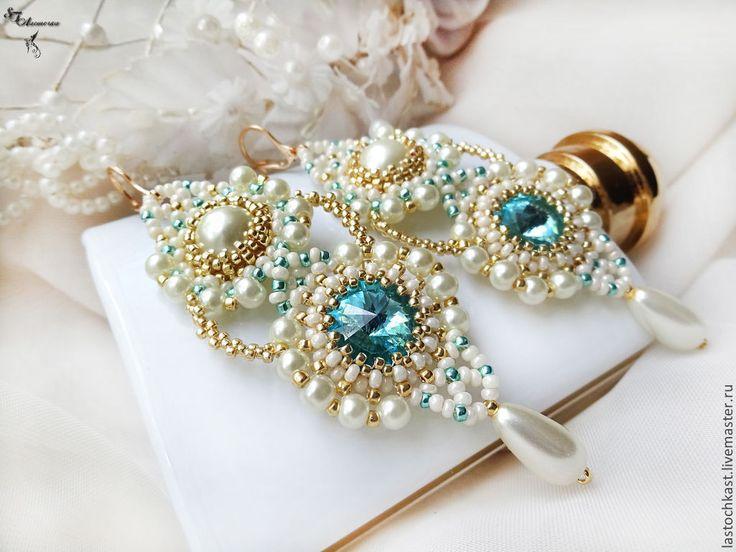 """Купить Свадебные серьги с кристаллами Сваровски, жемчугом, бисером """"Ассоль"""" - белый, бежевый, бирюзовый, золотой"""