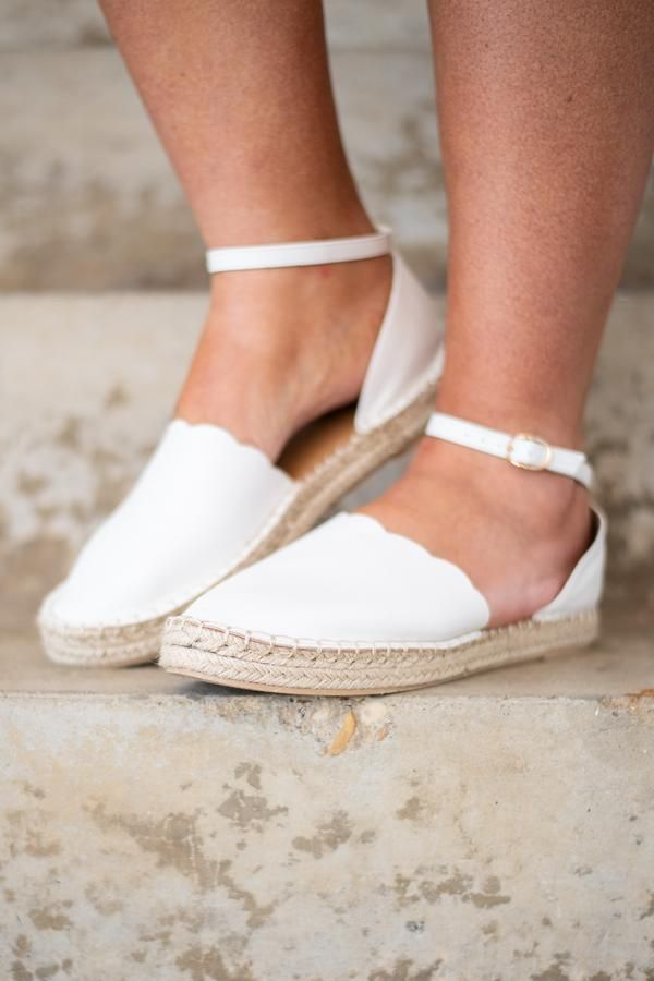 Walking on Clouds Sandals, White – Chic