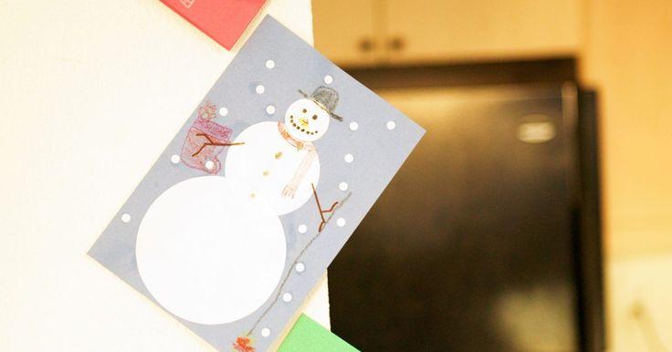 Como fazer lindos cartões de agradecimento. Com um cartão de agradecimento feito a mão, você pode adicionar um toque personalizado, deixando o destinatário saber que você pensa em criar algo diferente e que se esforça pra isso. A boa etiqueta diz que você deve enviar um cartão de agradecimento o mais rápido possível e definitivamente antes de duas semanas, com algumas exceções para coisas ...