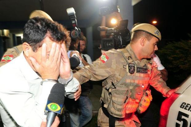Em depoimento, PM confessa assassinato de namorada em Imbituba, Sul de SC   Ele gravou um vídeo com a polícia em Santa do Livramento e reforçou a morte em Imbituba. http://mmanchete.blogspot.com.br/2013/04/em-depoimento-pm-confessa-assassinato.html#.UXHN0LVQGSo