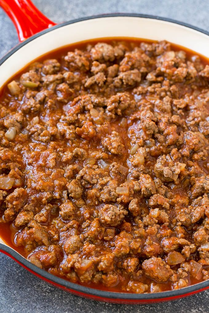 Ground Beef Onions And Tomato Sauce In A Skillet Minced Beef Recipes Cheeseburger Pasta Beef Recipes Easy