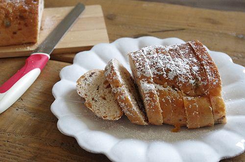 平皿とパン