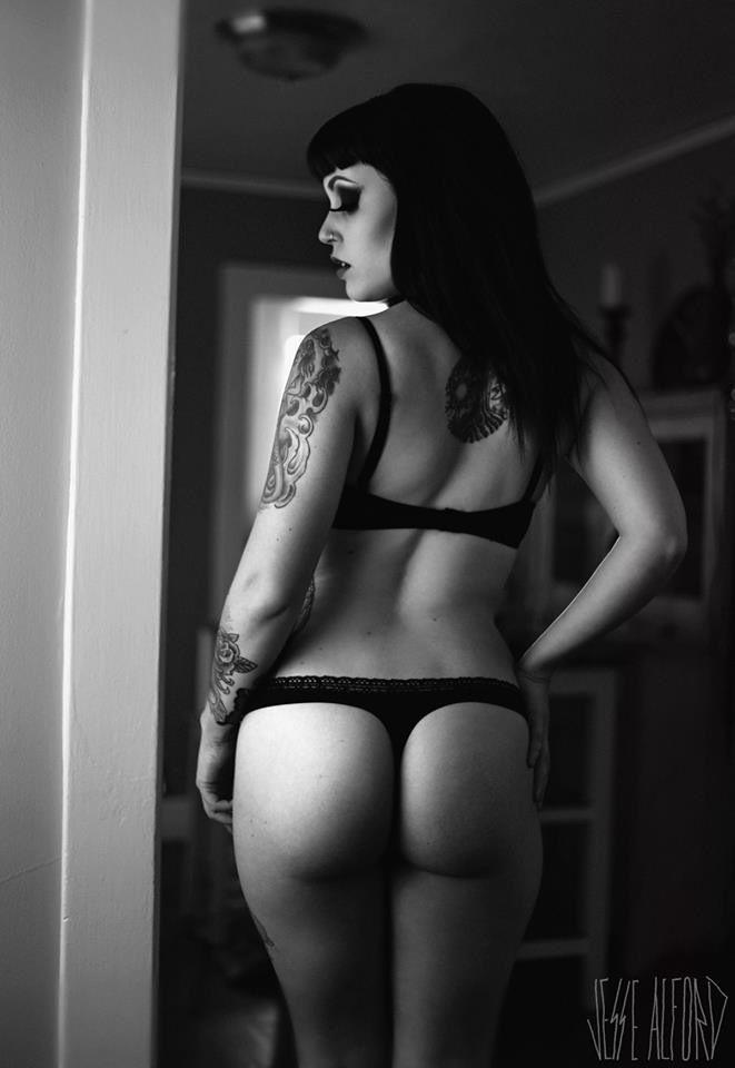 Nude Amanda nicole model