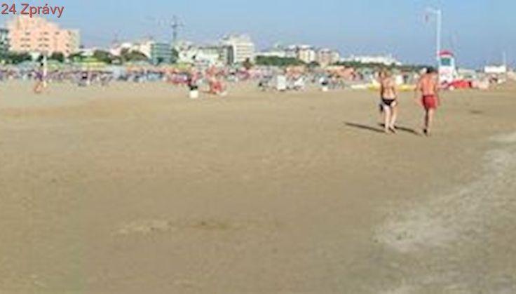 Policie pátrá po mužích, kteří na pláži u Rimini znásilnili Polku a zbili jejího přítele