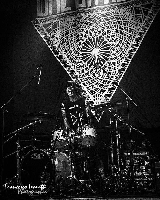 Tomoya ~ ONE OK ROCK Live at Alcartraz in Milan, Italy (December 19, 2015) Photo by Francesco Leonetti More photos: http://www.relics-controsuoni.com/2015/12/one-ok-rock-alcatraz-milano-foto-di-francesco-leonetti.html #oneokrock #oneokrockworld