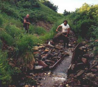 A Treasure of Free Homemade Gold Prospecting Equipment Plans and Commentary: Free Instructions for Use of a Gold Sluice