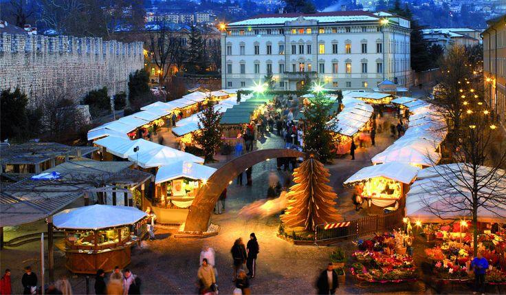 TRENTO Mercatino in Piazza Fiera - Trentino, Italy - photo Campanile