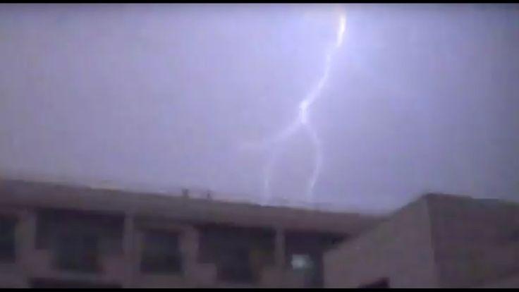 異常気象 数千の雷が落ちた日。1時間以上断続的に続く稲妻。