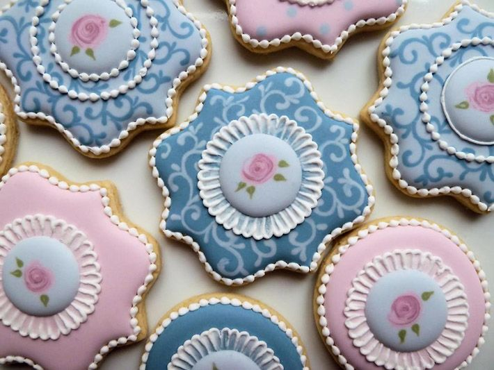 Floral sugar cookies with stiff piping consistency