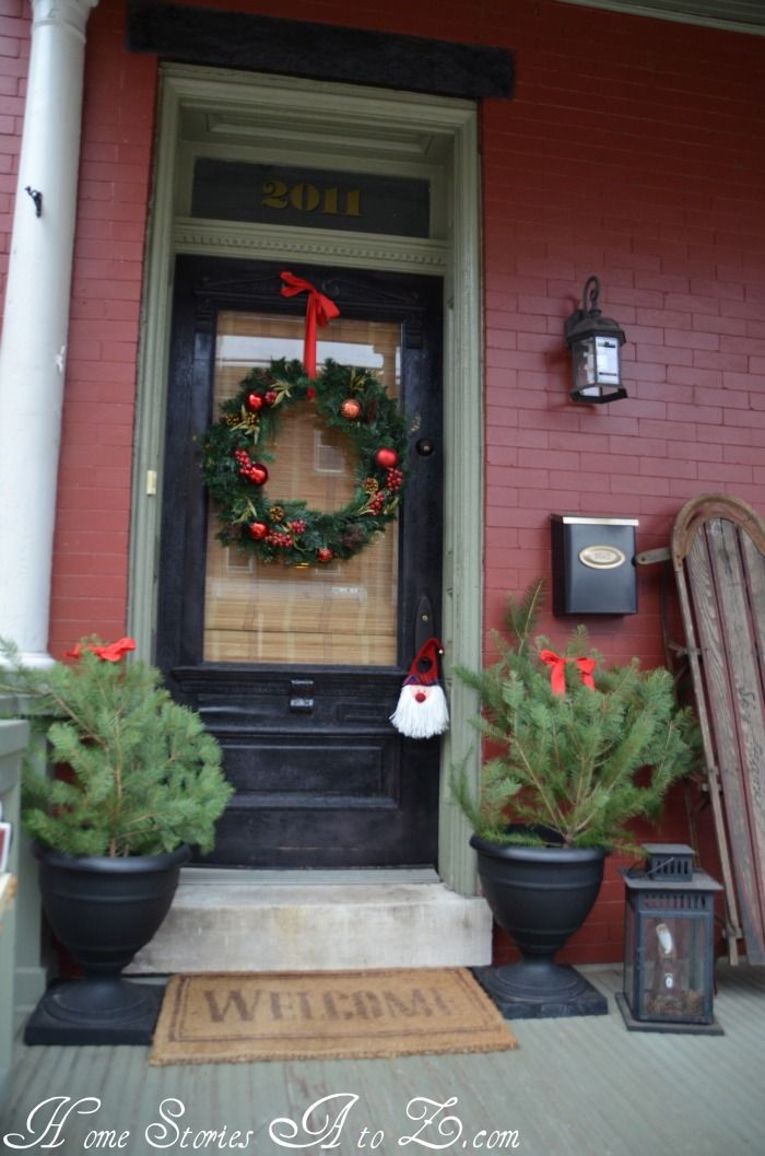 1000 ideas about christmas front porches on pinterest. Black Bedroom Furniture Sets. Home Design Ideas