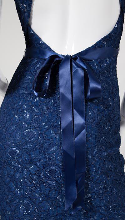Deze en nog veel meer kanten jurken op voorraad in onze grote winkels in Amersfoort, Den Bosch of Eindhoven. Kom snel en vrijblijvend passen! Ook op zondag!