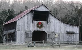 Christmas: Christmas Wreaths, Christmas Time, Barns With Merry, Barns Mil, Country Christmas, Barns Juss, Christmas Barns, Merry Christmas, Country Barns