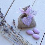 Créations personnalisées bébés et enfants fait-main à Toulouse. Confection d'accessoires avec prénom : sac, trousse, bavoir, attache tétine...
