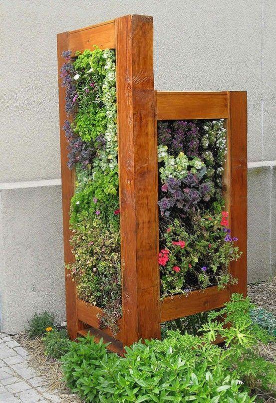 vertical herb garden para ocultar el aire acondicionado