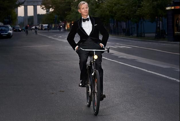 Max Raabe pedaling like in Berlin.  In Münster it would offer too - but not privately.