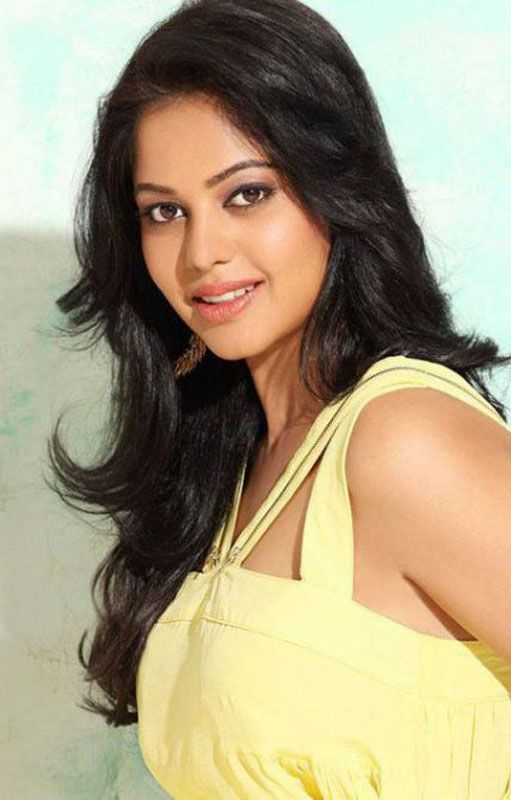 Is this the hype type of woman man falling in love for? Bindu Madhavi