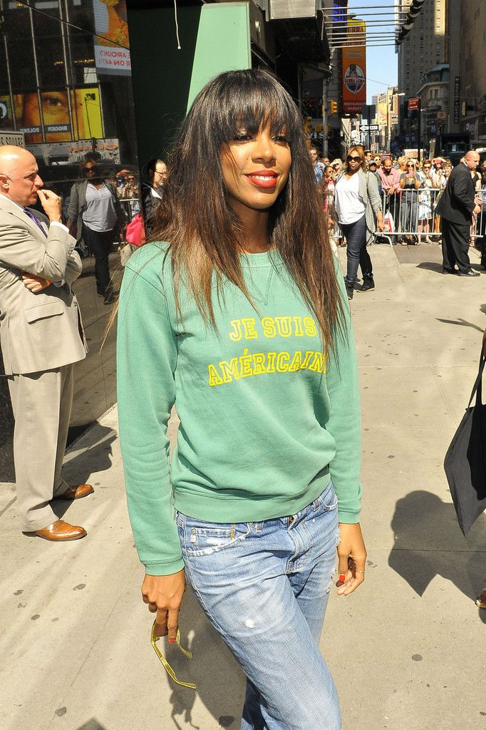 Kelly Rowland Lookbook: Kelly Rowland wearing Ripped Jeans (4 of 28). Kelly rocked a pair of baggy ripped jeans for a cool and comfy look.
