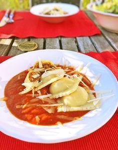 Was wir Schwaben mit den Italienern gemeinsam haben? Wir lieben gefüllte Pasta. In meinem Fall gilt das nicht nur für die typisch schwäbischen Maultaschen. Ich liebe auch Ravioli und Tortellini! Allerdings bin ich da sehr anspruchsvoll. Sie müssen definitiv selbst gemacht sein – und das von richtigen Könnern. Ich würde als niemals beim ersten Besuch eines neuen Italieners Ravioli oder Tortellini bestellen, wenn ich mich noch nicht selbst von der Qualität überzeugt habe. Die letzten wirklich…