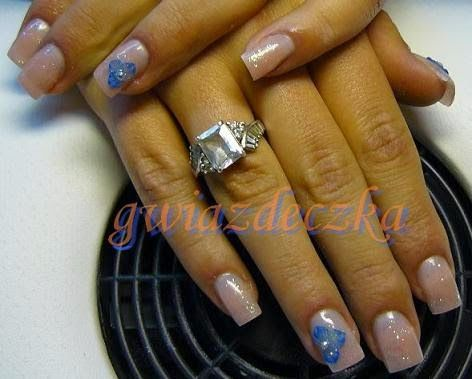 Żelowe paznokcie ecru