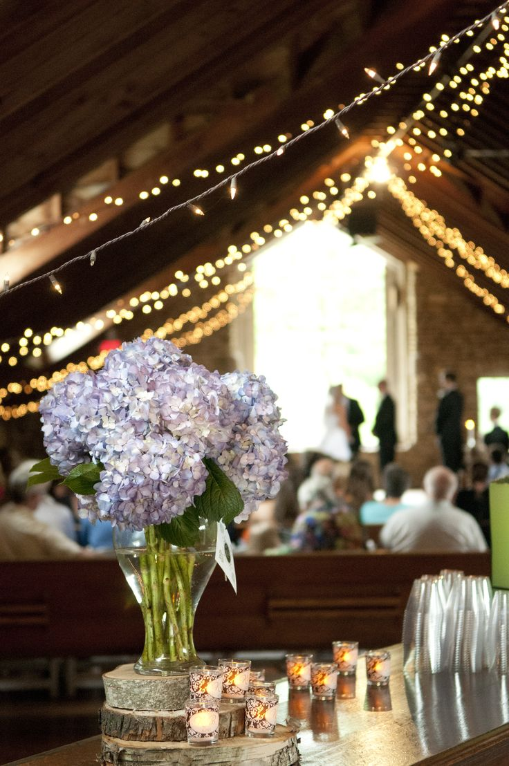 Gorgeous lilacs and lighting at this weddingceremony