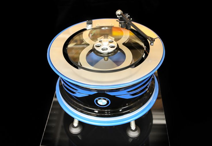 Custom Turntable BMW i8. Concept by Vinyl Revival, painted by PAZ.