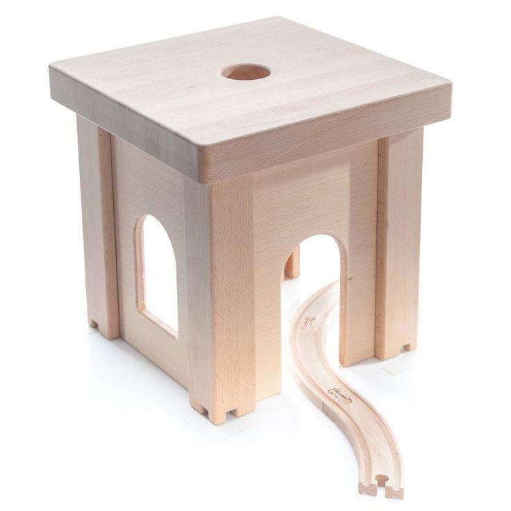 Speel urenlang met deze houten kinderkruk, want hij is niet alleen gemaakt om op te zitten, maar je kunt er ook een kasteel of poppenhuis van maken.