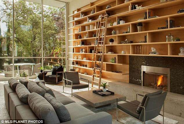 game of thrones emilia clarke puts her venice beach home up for rh pinterest com