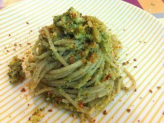 La FARINA DI PEPERONI complemento perfetto per gli spaghetti alle alghe con crema di broccoli, briciole di pane