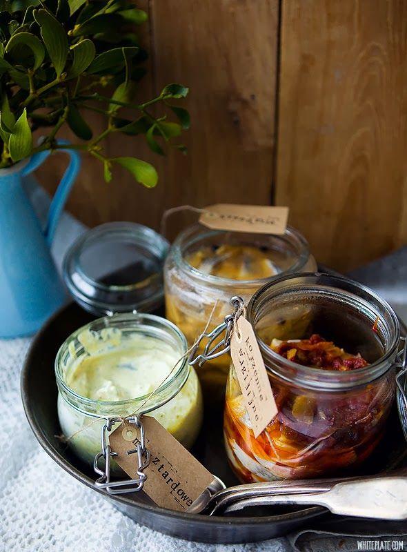 White Plate: Śledzie: szwedzkie, korzenno-pomidorowe, musztardowe