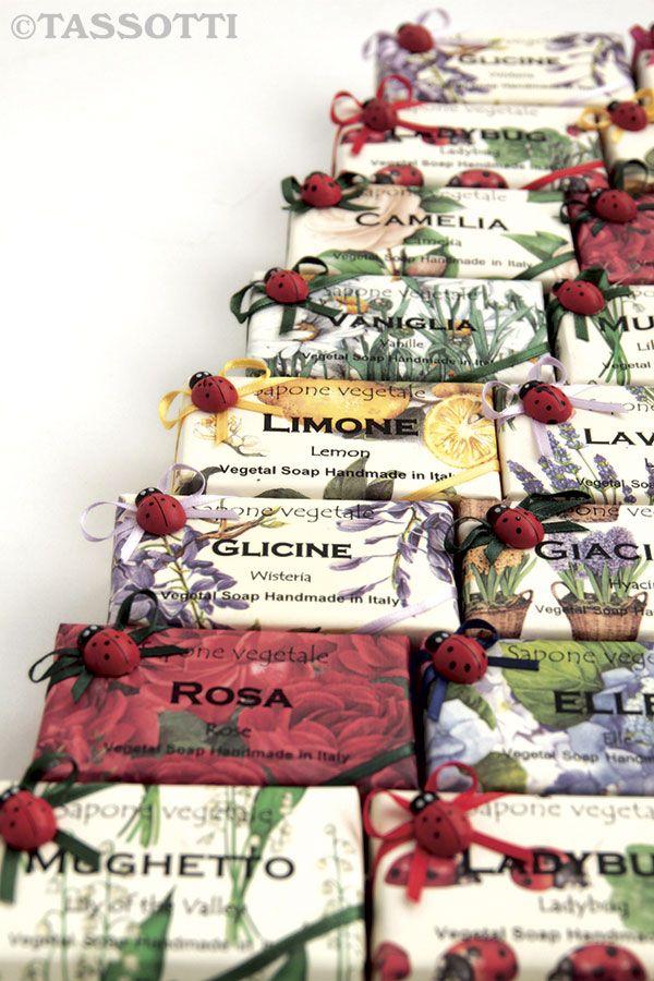 Natural scented soaps wrapped in Tassotti decorative paper. Rose, lemon, wisteria and lavender...which is your favourite perfume? - Saponette vegetali profumate impacchettate con carta decorativa Tassotti. Rosa, limone, glicine, lavanda… qual è la tua fragranza preferita?