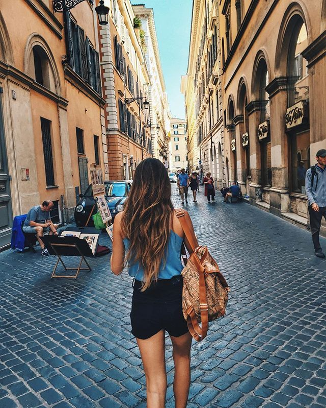Duelen los pies 🇮🇹😗 . . . . . #travel #instagood #instalike #travelgram #chilena #girl #europe #rome #roma #italy #igers #beauty #colors #nikon #city #travelgirl #streets #wonder #girlsmeetglobe @travelbloggeres #contikitours #contikinoregrets #contikimaite