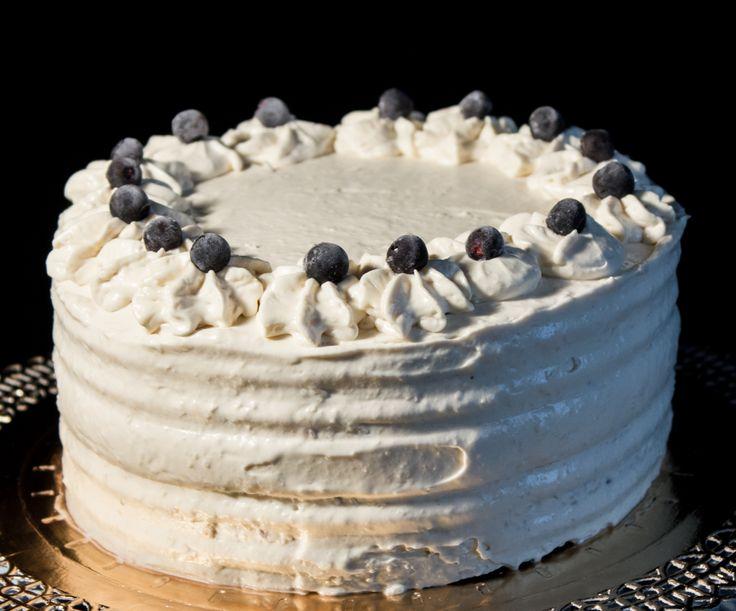 """Торт """"Эрл Грей и черника"""": черничное желе, ганаш Эрл Грей из белого шоколада."""