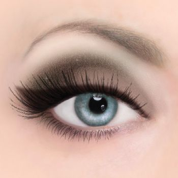 Chocolate Bar Look: Smoldering, brown smokey eyes Step 1: Apply White Chocolate from lash line to brow. Step 2: Press Milk Chocolate onto lid. Step 3: Blend Gilded Ganache into crease and lower lash line. Step 4: Create a cat eye above lash line with Triple Fudge and extend out and up.