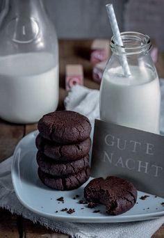 Mitternachts-Cookies üppig mit gaanz viel Schokolade! Chewy und lecker. Rezept für die Schoko Cookies auf http://m.gofeminin.de/kochen-backen/top-food-blogs-d57541c645941.html