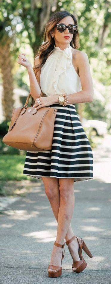 Falda globo rayada, blusa corte halter