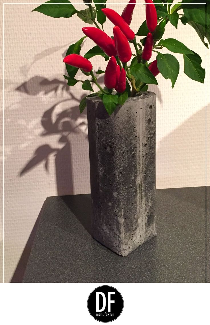 Setze einen modernen Kontrast zur farbenfrohen Vielfalt deiner Küche - mit der Vase hormigón aus der D&F manufaktur www.dfmanufaktur.de #concretedesign #interior #industrialdesign