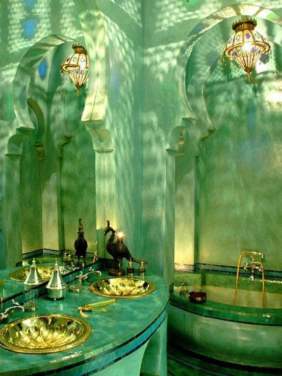 Green room with moroccan arches