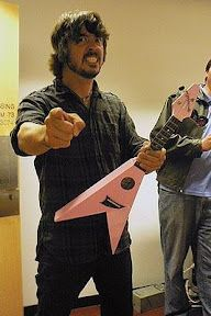 Just when I thought I couldn't love David Grohl more....he has a PINK ukulele!!!!!