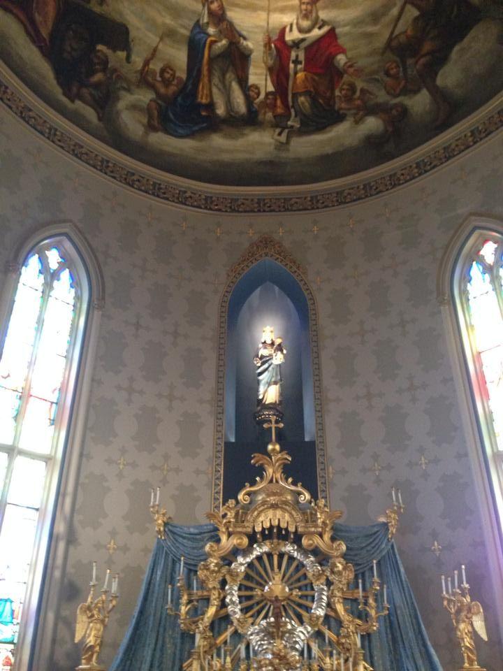 Mary altar at Notre Dame basilica