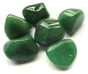 O quartzo verde, também conhecido também por Aventurina, é um cristal de cor verde, sendo esta considerada uma cor calmante, até mesm...
