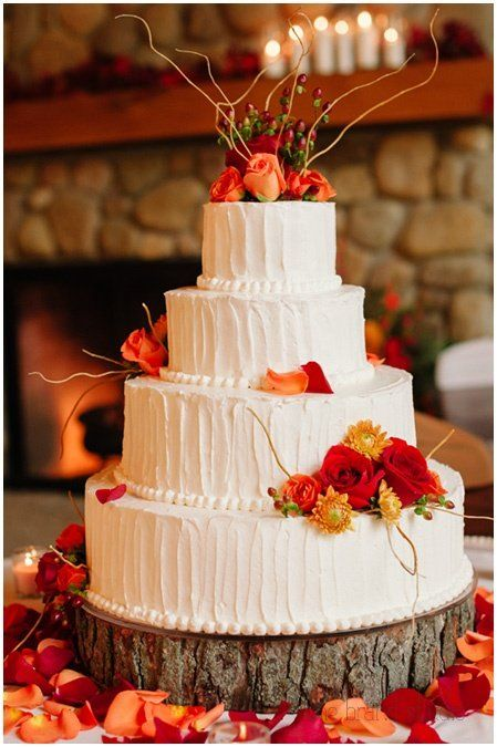 Beautiful red and orange cake decoration for a Fall wedding!