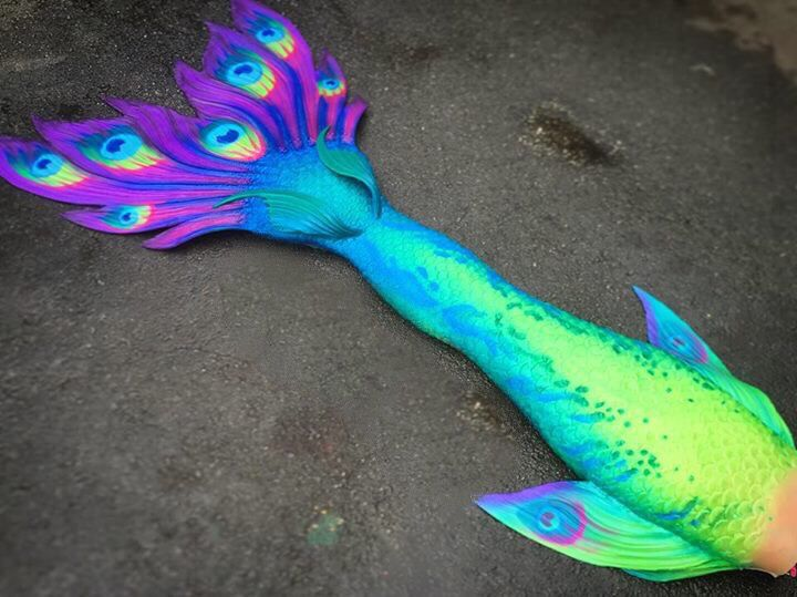 We absolutely LOVED creating this. People are always asking when we'd do a peacock inspired mermaid tail, and we finally have! Comment below if you love iT