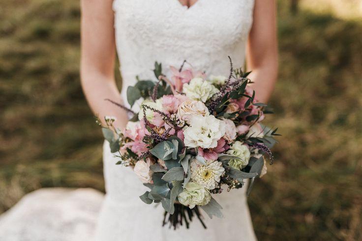 INNA Studio_bridal bouquet / bukiet ślubny / pastelowy bukiet ślubny / bukiet z wrzosami / fot. Happy Stories