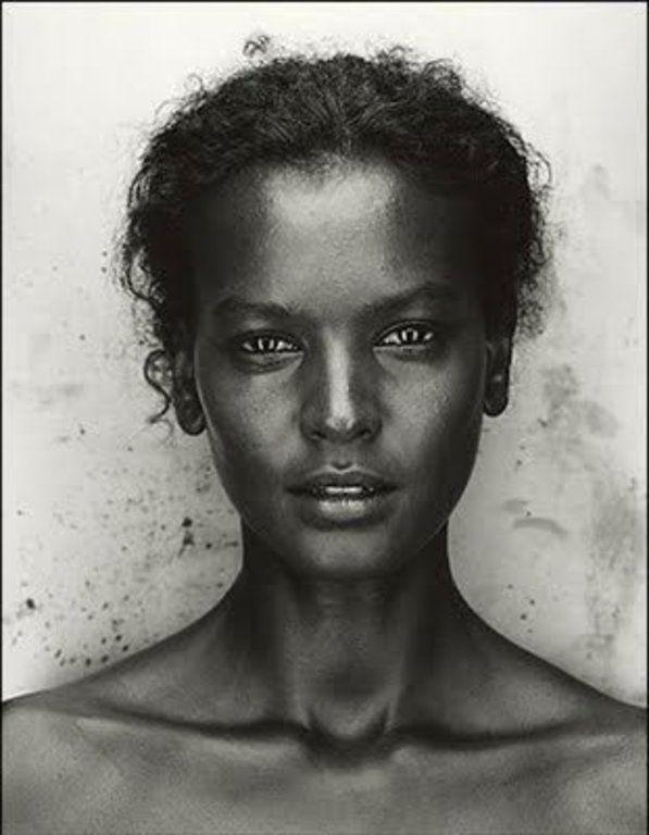 Liya Kebede ሊያ ከበደ Es un modelo etíope, defensor de la salud materna, la diseñadora de ropa y actriz.