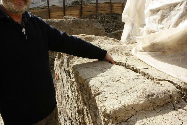 S-a prabusit prima bucata din zidul Moscheii Sultanului Biruitor, in Piața Sf. Gheorghe