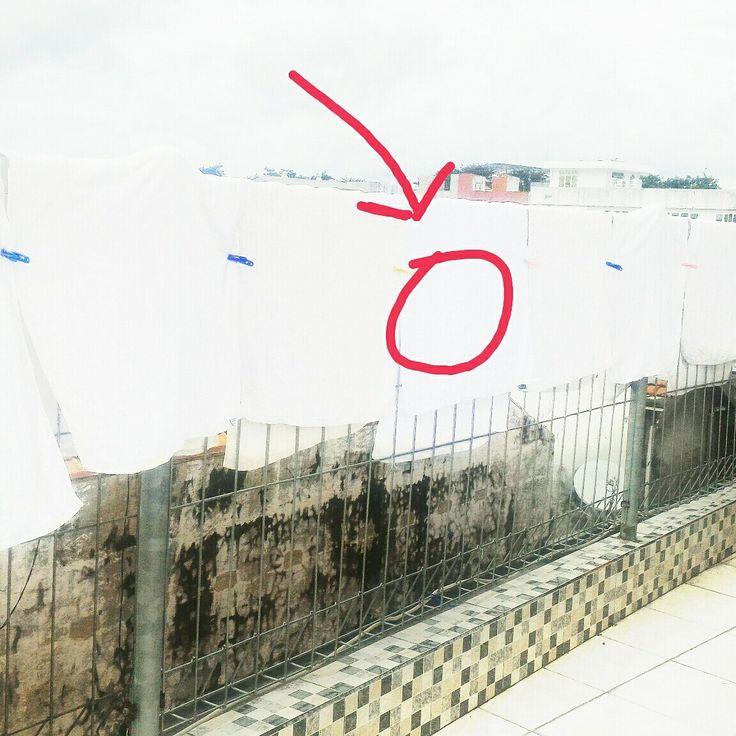 Silau kan.. dengan putihnya. Selain handuk, jenis kain putih lainnya bisa kok! Pakaian kerja anda atau kaos bewarna putih anda.. Spesialis Laundry Surabaya 08989152252 Free pick up delivery.