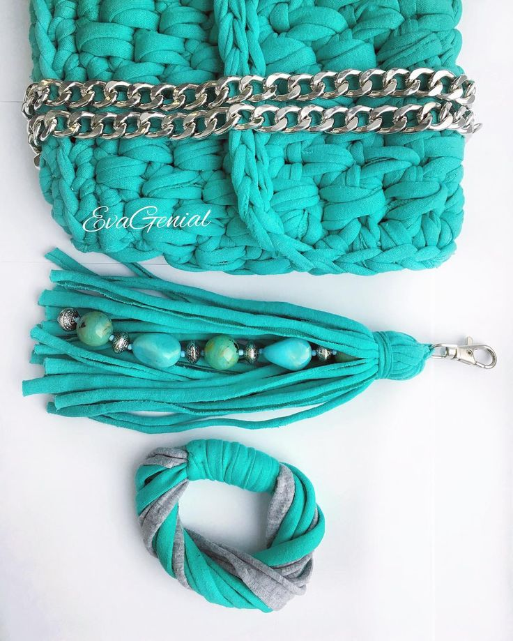 связанная крючком сумочка из трикотажной пряжи и аксессуары