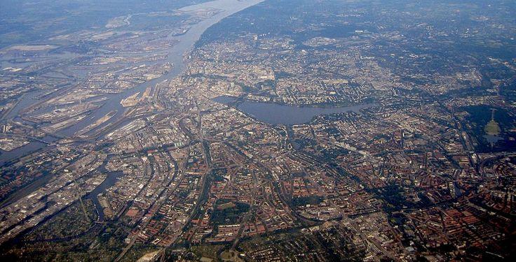 Hamburg während eines Überfluges. von Oschti lizensiert durch public domain