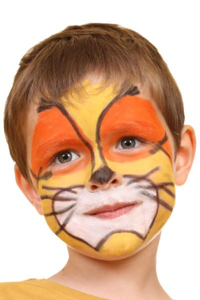 #Tutorial para hacer un maquillaje de león para un disfraz infantil. http://www.guiadelnino.com/juegos-y-fiestas/fiestas-infantiles/8-maquillajes-de-animales-para-disfraces-infantiles