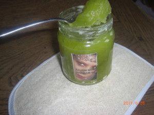 Celui-ci ne gratouille pas, il gomme!! Ingrédients : 450 g d'huile d'olive 50 g d'huile d'argan 93 g de potasse diluée dans 125 g d'hydrolat de rose maison (2% de surgraissage) Ajouts : 125 g d'hydrolat de fleur d'oranger puis : 15 g d'he de néroli Procédé...